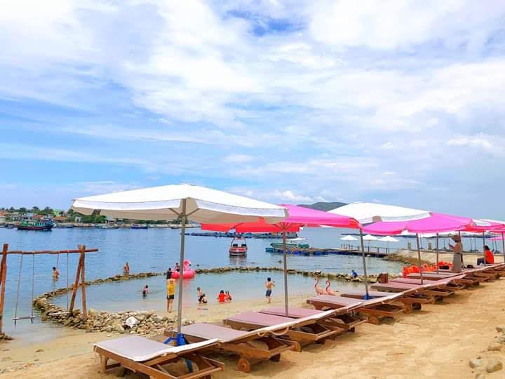 Đảo tình yêu - Khu vực hồ bơi tràn nước mặn