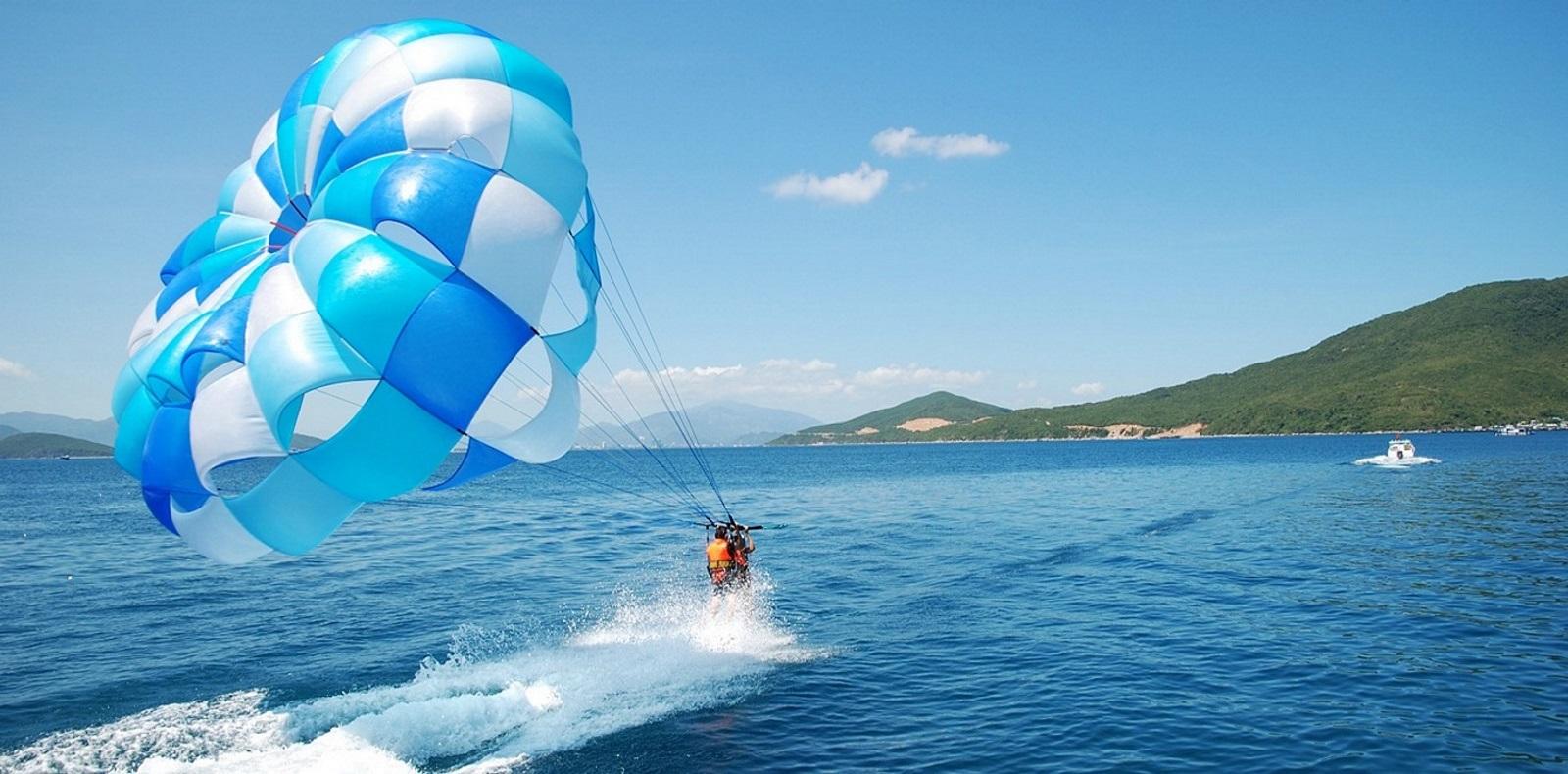 Đảo Tình Yêu - kéo dù bay
