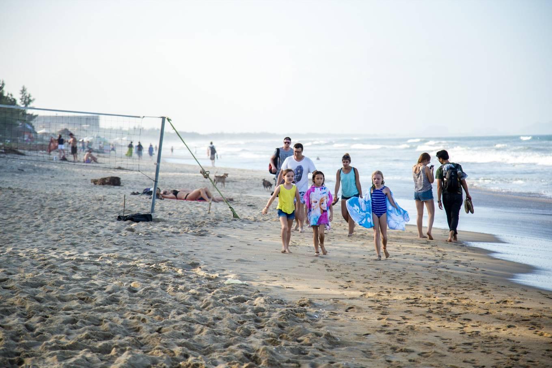 Những bãi biển hoang sơ nằm không xa khu đông đúc - 1