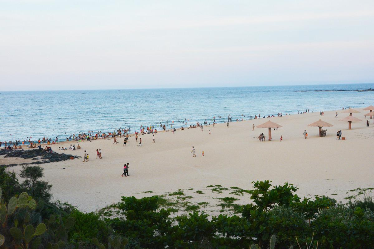 Những bãi biển hoang sơ nằm không xa khu đông đúc - 4