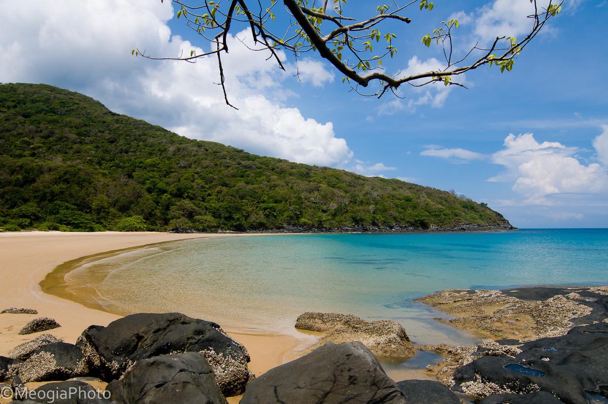 Những bãi biển hoang sơ nằm không xa khu đông đúc - 6